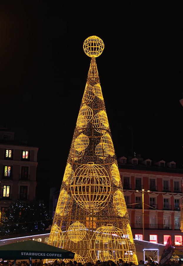 Navidad en Madrid: árbol de Callao.