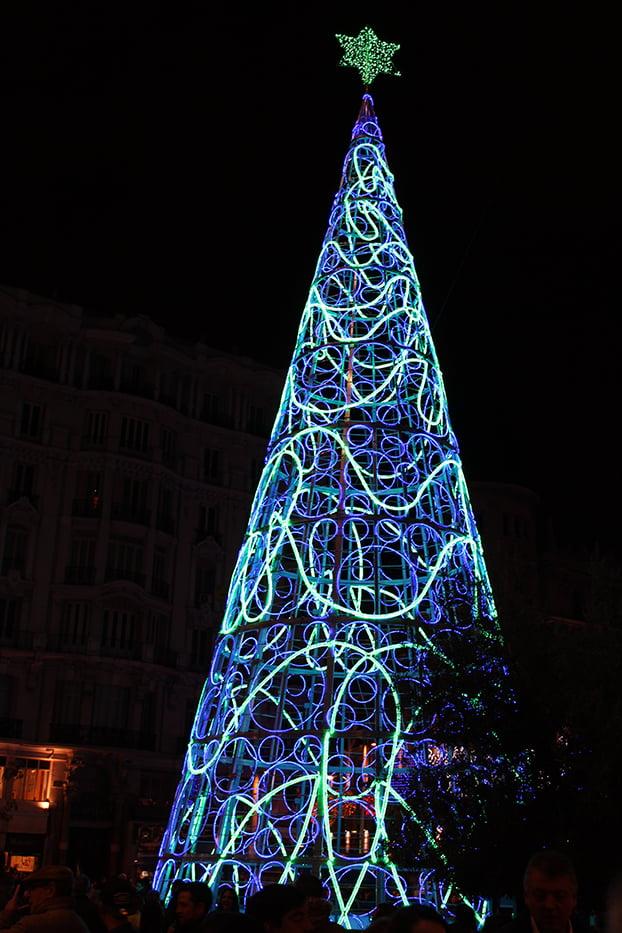 Navidad en Madrid: árbol de la calle Montera.