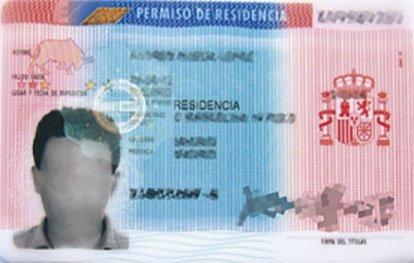 Residir legalmente en España: Tarjeta de Residencia de Trabajo.